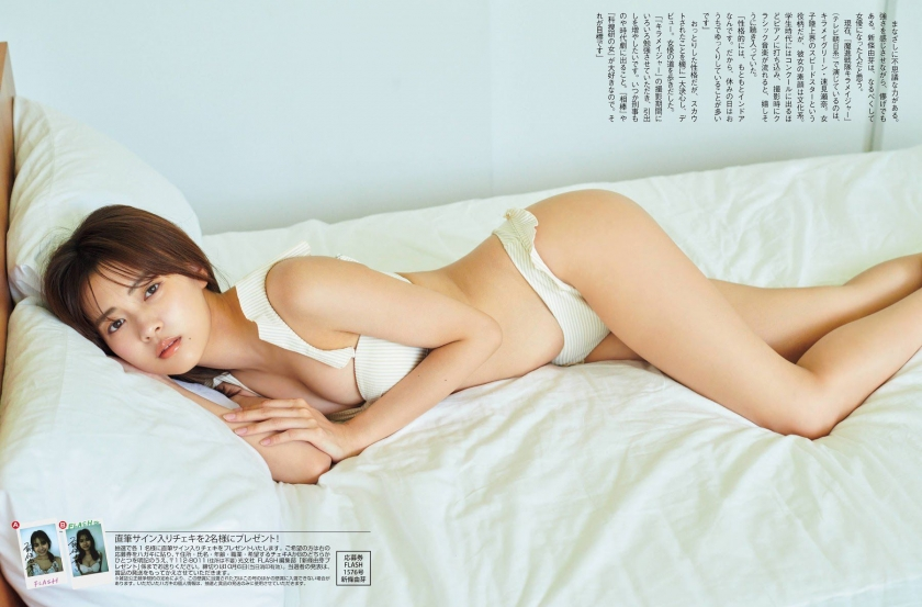 Aine Sakurada plays flute in swimsuit 2020010