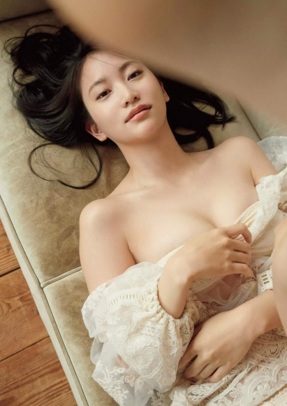 Mariya Nagao tears on a stormy day004