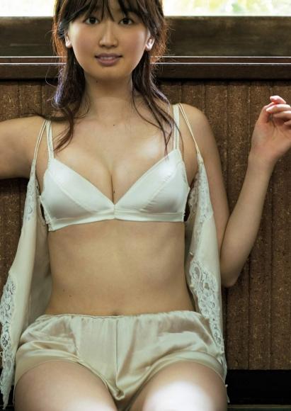 Ayano Kurokia lady in a plump bikini002