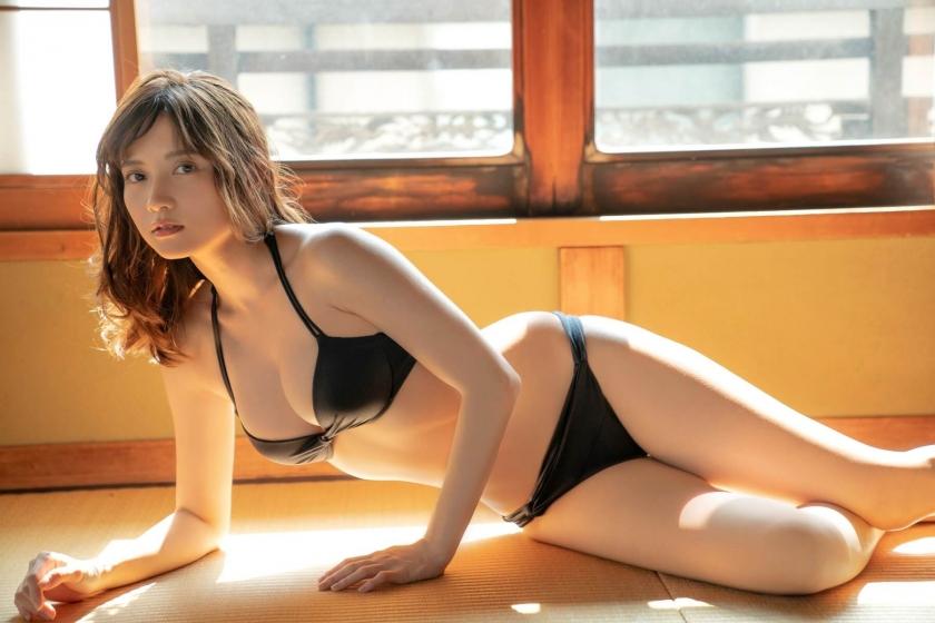 Nashiko Momotsuki, overwhelming beauty body in a sexy black bikini004