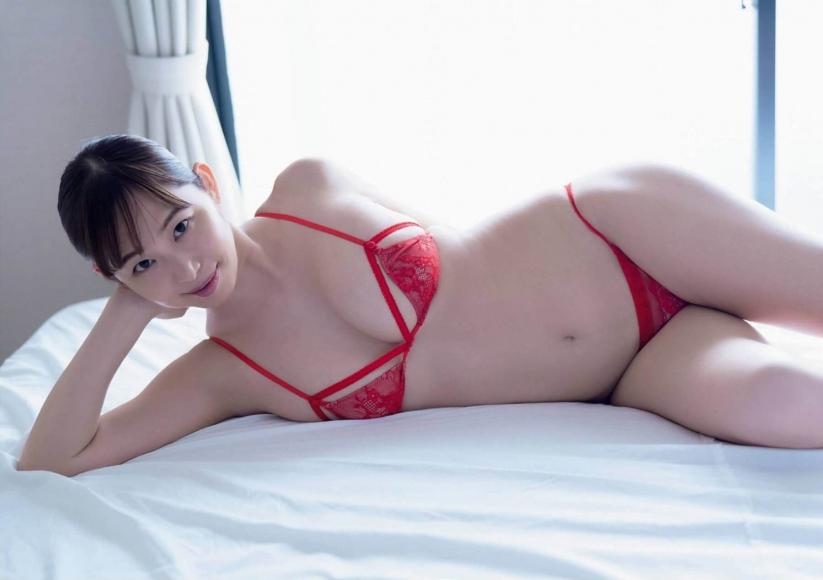 Misumi Shiochi gets wet in a hot spring inn003