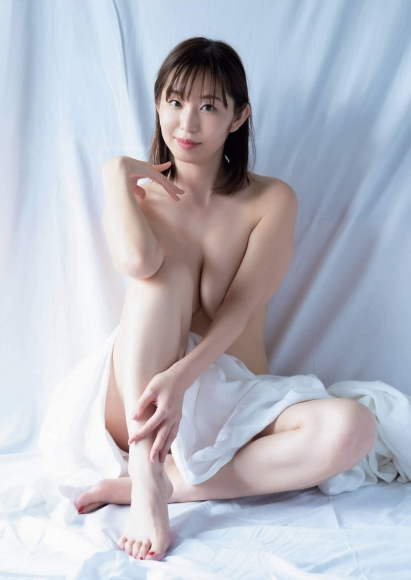 Misumi Shiochi gets wet in a hot spring inn005