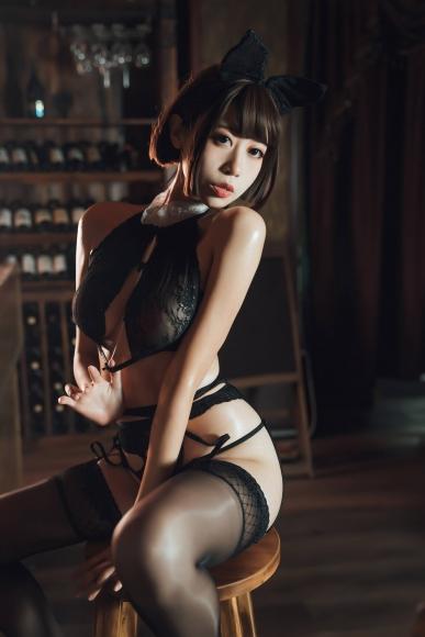 Bar maid008