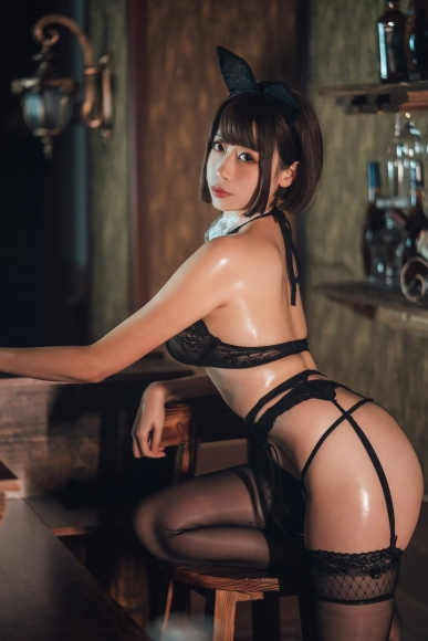 Bar maid012