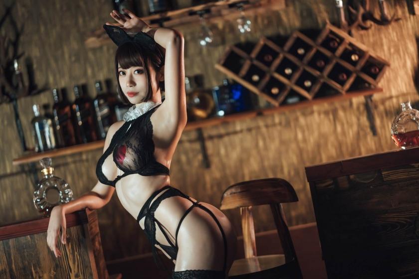 Bar maid016