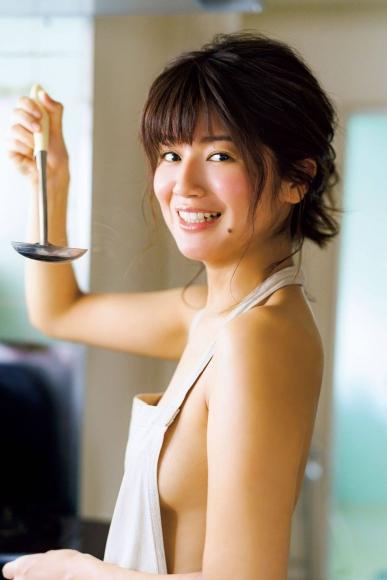 Ayana Kobayashi family dining table004