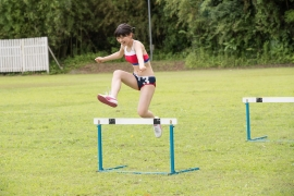 Beautiful girl in track and field club rew049