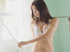 Asuka Kawazu gravure swimsuit image with a friendly smile and splendid style colors this summer011