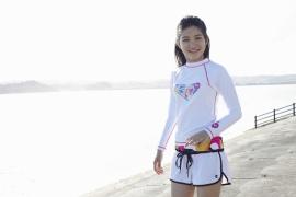 Umikas smile explodes on an island somewhere in the south! Kawashima Umika Swimsuit Gravure040