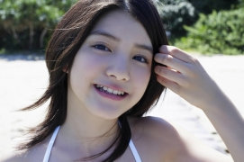 Umikas smile explodes on an island somewhere in the south! Kawashima Umika Swimsuit Gravure060
