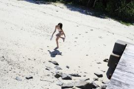 Umikas smile explodes on an island somewhere in the south! Kawashima Umika Swimsuit Gravure064