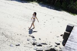 Umikas smile explodes on an island somewhere in the south! Kawashima Umika Swimsuit Gravure065