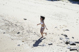 Umikas smile explodes on an island somewhere in the south! Kawashima Umika Swimsuit Gravure066