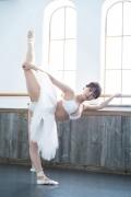 Natsuki Kawamura is a classical ballet in a swimsuit001