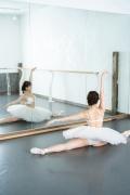 Natsuki Kawamura is a classical ballet in a swimsuit003