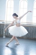 Natsuki Kawamura is a classical ballet in a swimsuit009