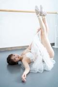 Natsuki Kawamura is a classical ballet in a swimsuit010