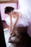 Natsuki Kawamura is a classical ballet in a swimsuit014