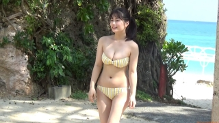 The first swimsuit of the actress from Okubo Sakura Squadron in Okinawa, a star in the making095