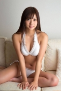 Onuki Ayakas swimsuit bikini picture is more liberating than usual because it is all spring088