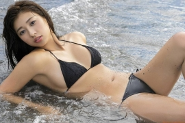 Onuki Ayakas swimsuit bikini picture is more liberating than usual because it is all spring126