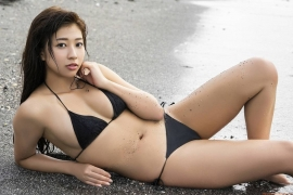 Onuki Ayakas swimsuit bikini picture is more liberating than usual because it is all spring147