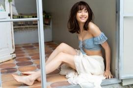 Facilitator Manaka Ozaki bikini gravure Glued to a too cute smile006