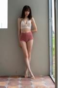 Facilitator Manaka Ozaki bikini gravure Glued to a too cute smile018