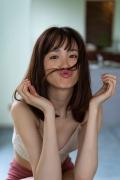 Facilitator Manaka Ozaki bikini gravure Glued to a too cute smile017
