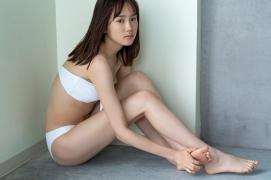Facilitator Manaka Ozaki bikini gravure Glued to a too cute smile028