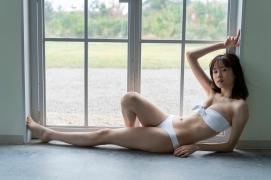 Facilitator Manaka Ozaki bikini gravure Glued to a too cute smile030