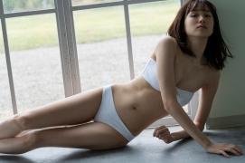 Facilitator Manaka Ozaki bikini gravure Glued to a too cute smile031