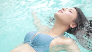 Maimi Yajima relaxing in the pool light blue bikini swimsuit picture001