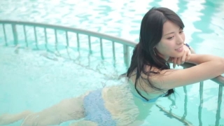 Maimi Yajima relaxing in the pool light blue bikini swimsuit picture030