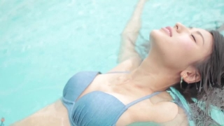 Maimi Yajima relaxing in the pool light blue bikini swimsuit picture041