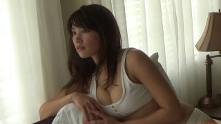 Ikuomi Hisamatsu s sun kissed body continues to lead the way in gravure004