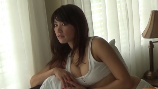 Ikuomi Hisamatsu s sun kissed body continues to lead the way in gravure006