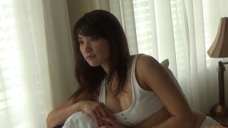 Ikuomi Hisamatsu s sun kissed body continues to lead the way in gravure007