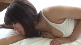 Ikuomi Hisamatsu s sun kissed body continues to lead the way in gravure013