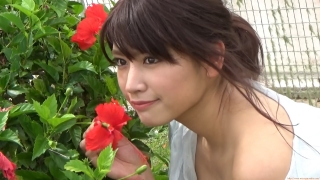 Ikuomi Hisamatsu s sun kissed body continues to lead the way in gravure021