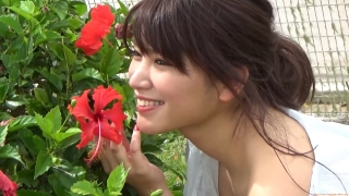Ikuomi Hisamatsu s sun kissed body continues to lead the way in gravure024