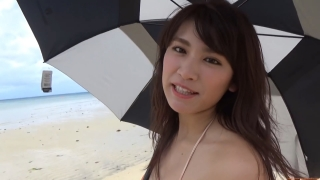 Ikuomi Hisamatsu s sun kissed body continues to lead the way in gravure036