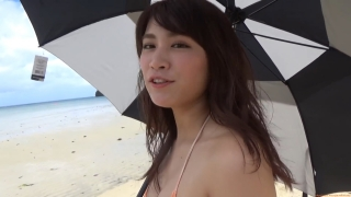 Ikuomi Hisamatsu s sun kissed body continues to lead the way in gravure038