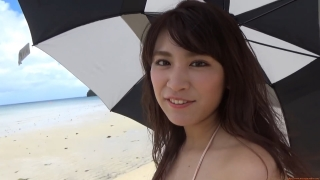Ikuomi Hisamatsu s sun kissed body continues to lead the way in gravure042