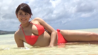 Ikuomi Hisamatsu s sun kissed body continues to lead the way in gravure059