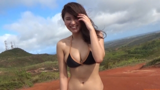 Ikuomi Hisamatsu s sun kissed body continues to lead the way in gravure063