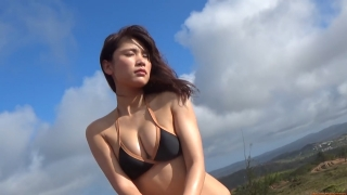 Ikuomi Hisamatsu s sun kissed body continues to lead the way in gravure077