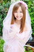 Aya Kiguchi seduces with her bold pose and provocative gaze010