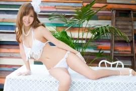 Aya Kiguchi seduces with her bold pose and provocative gaze013