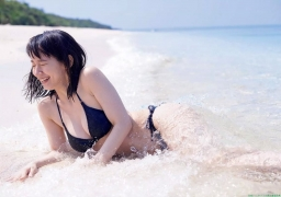 Sexy swimsuit gravure of Riho Yoshioka036